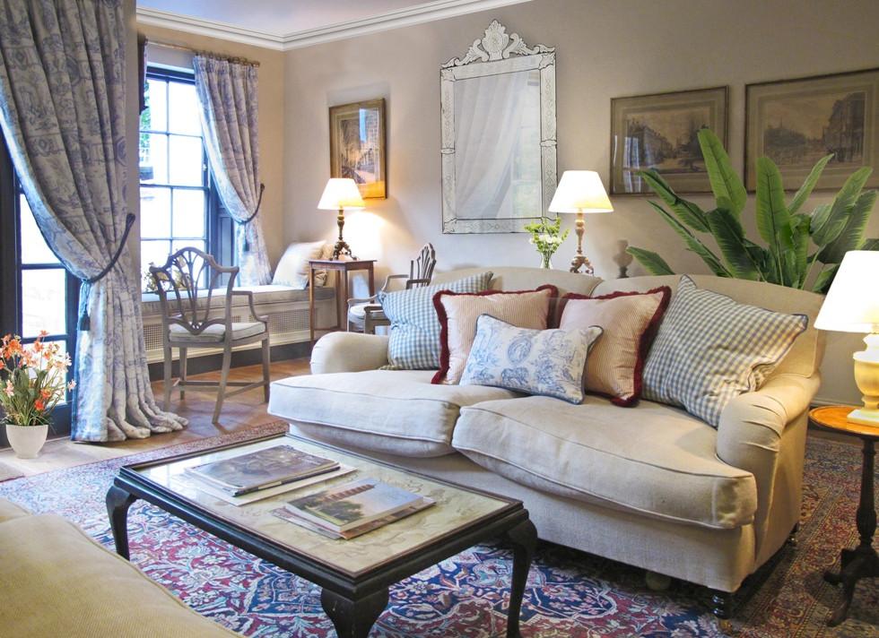 Traditional living room 3.jpg
