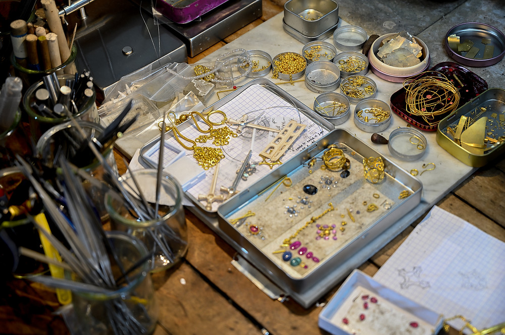 Linda Hoj Studio materials, gold and gemstones