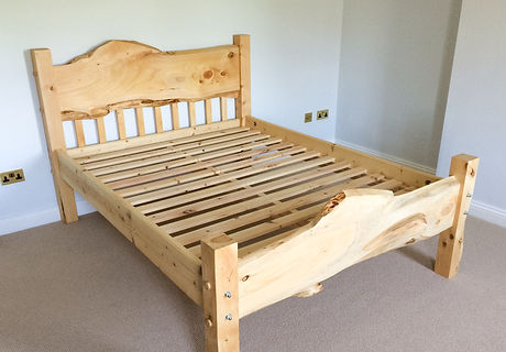 Laylandi king size bed