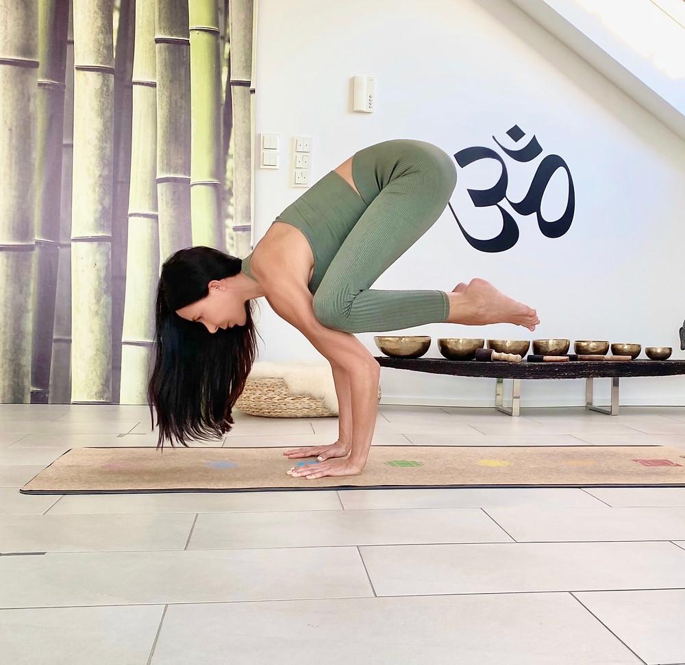 Bakasana / Yoga Asanas