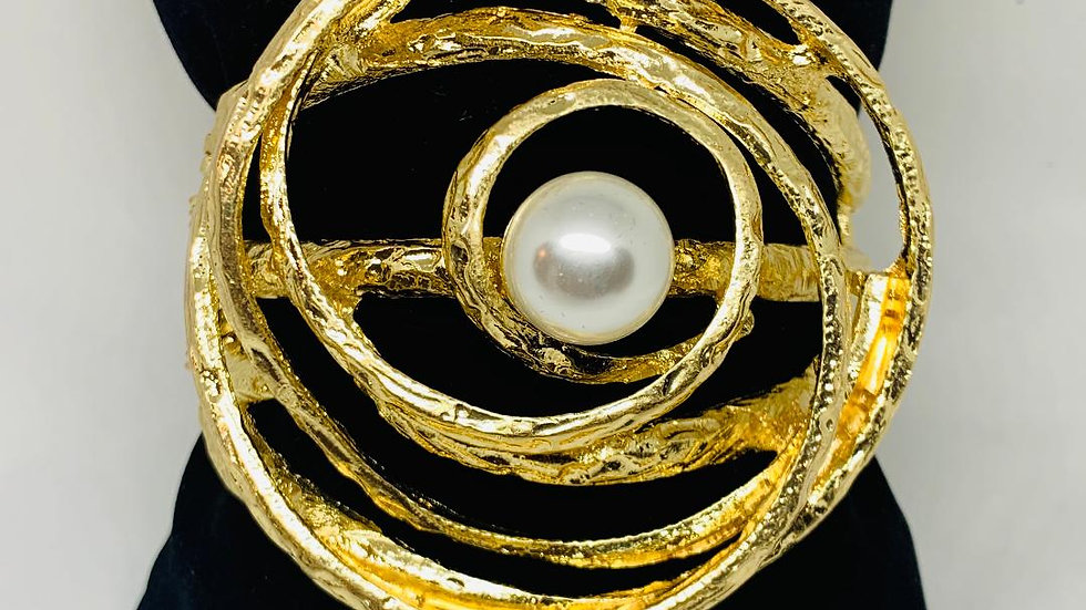 Centered Pearl Bangle