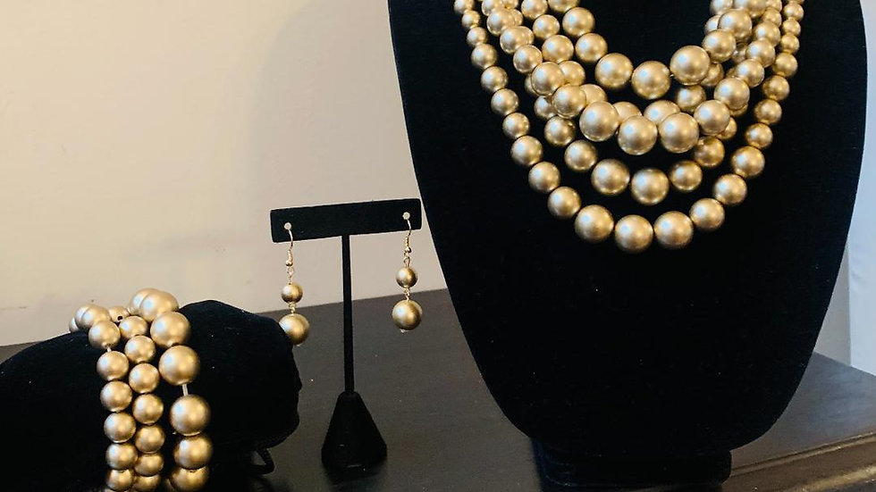 Gold Pearls Set