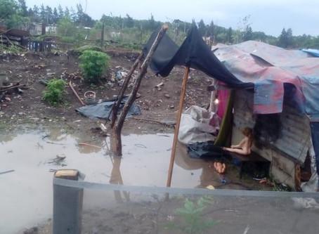 Familias que toman terrenos en zona oeste perdieron todo con la tormenta y anuncian un piquete