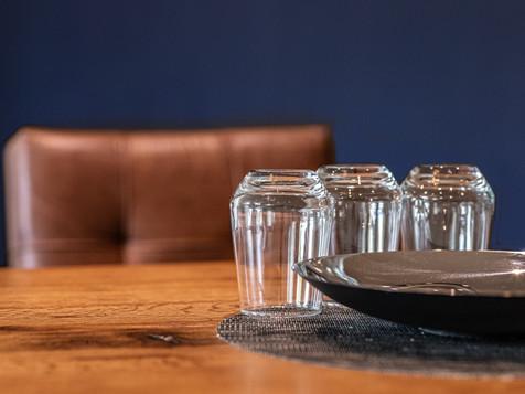 Besprechungsraum Tisch mit Glas-3.jpg