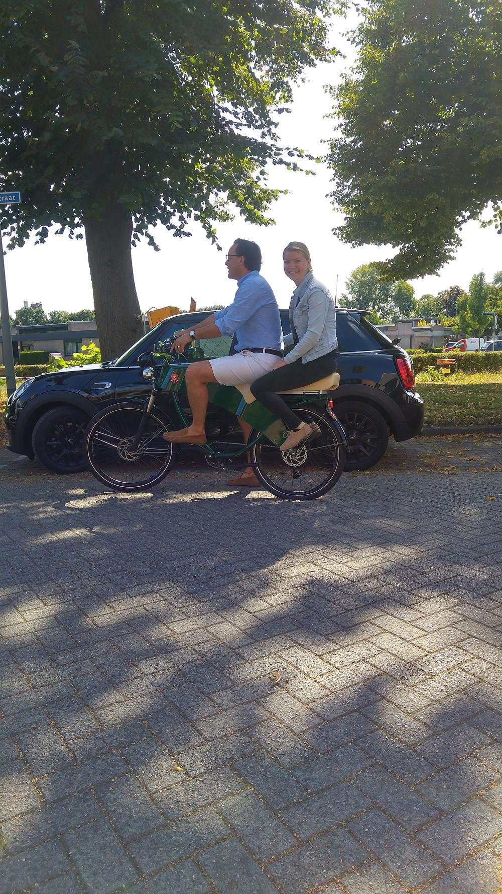 De retro look brengt de romantiek van samen op de fiets terug naar 2020!