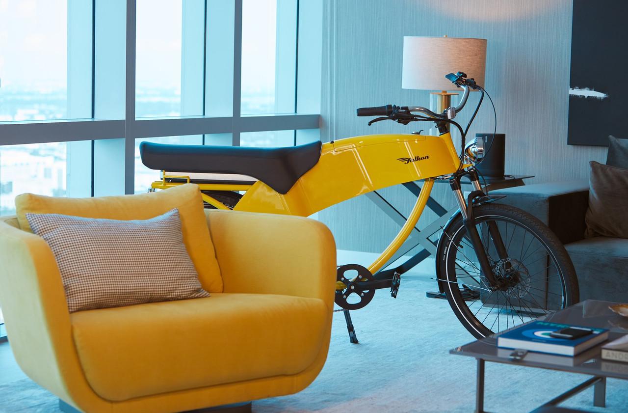 Yellow Lohner Falkon