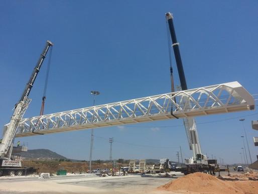 הרכבת גשר הולכי רגל בצומת גולני
