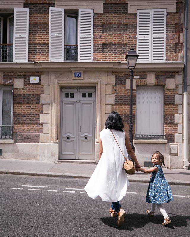 crossing quiet montmartre streets. ⠀⠀⠀⠀⠀