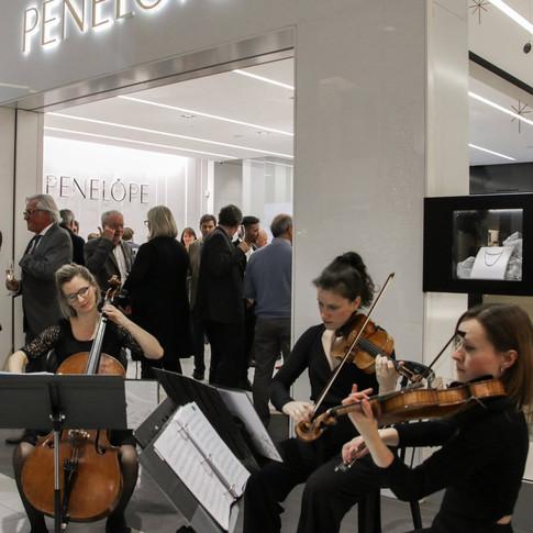Trio classique pour embellir la célébration des 50 ans de la bijouterie Pénélope.