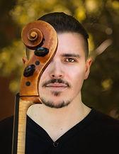 Guillaume Veillet est violoncelliste pour le Collectif de la Cité