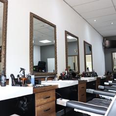 Stoelen en spiegels