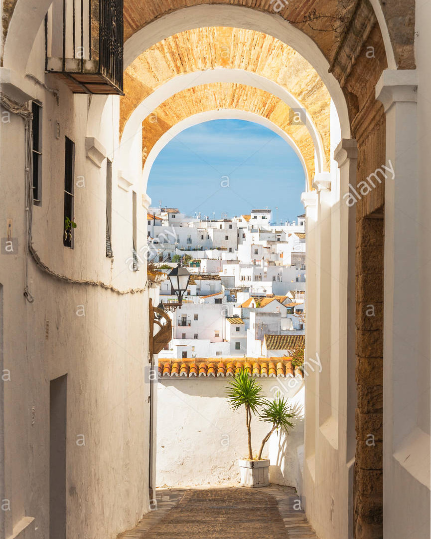 entrance-to-the-judera-under-the-arcos-d