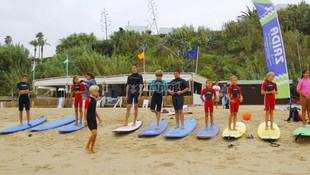 tb_e-19743081-alumnos-de-surf-sobre-las-