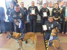 Instructores de unidades caninas, recibieron reconocimientos por su participación en las labores de