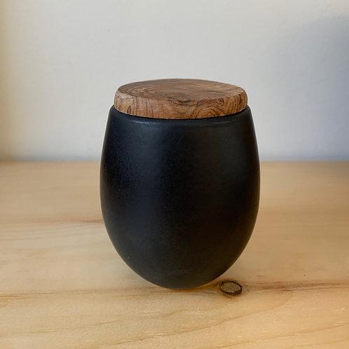 Matte black pot with wooden lid. The mini.
