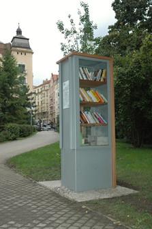 Knihobudka_praha_10_heroldovy_sady.jpg