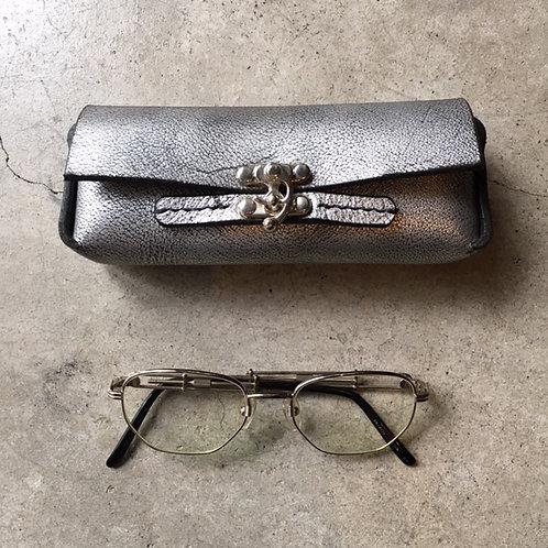 メガネケース 銀