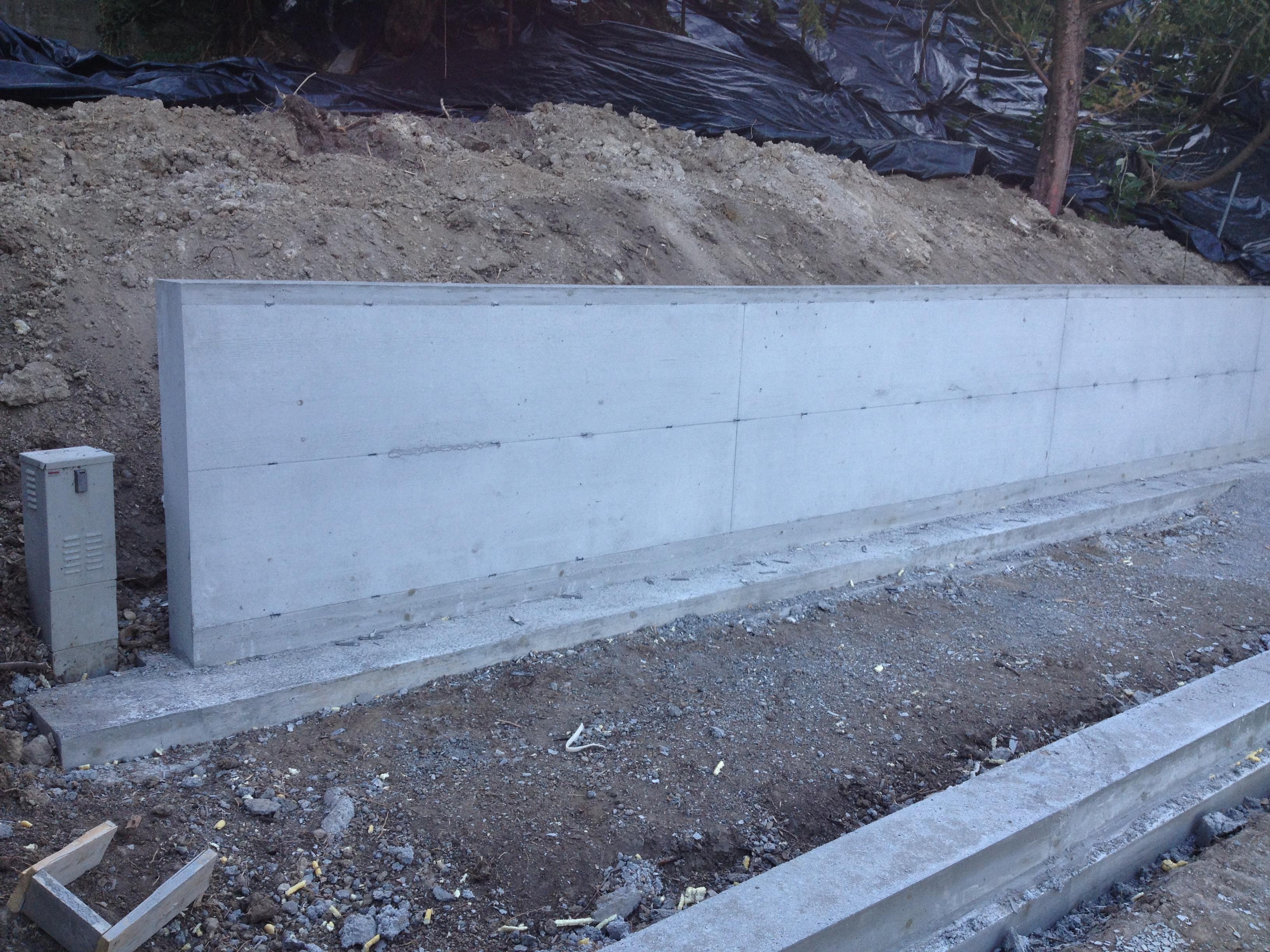 Stütz-und Grenzmauer