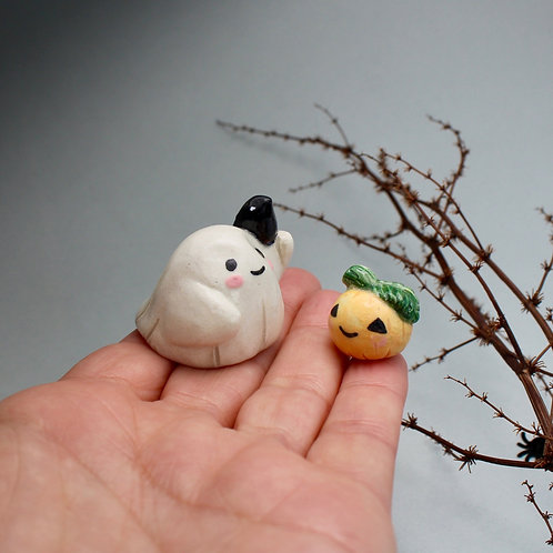 Miniature ghost with clingy crow and pumpkin in kraft gift box
