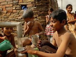 Enfants se lavent