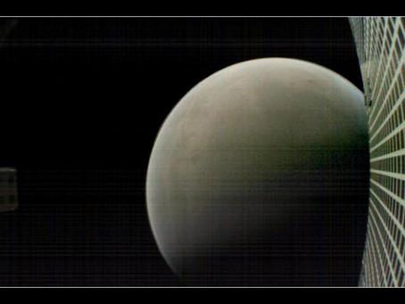 MarCO envia foto de Marte após deixar o planeta