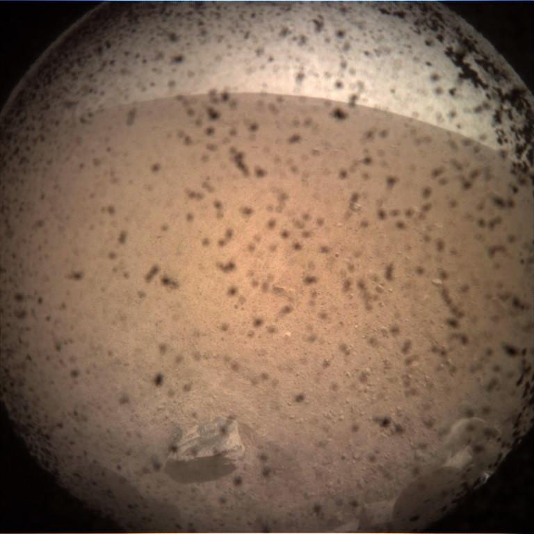 Primeira foto da superfície de Marte tirada pela InSight