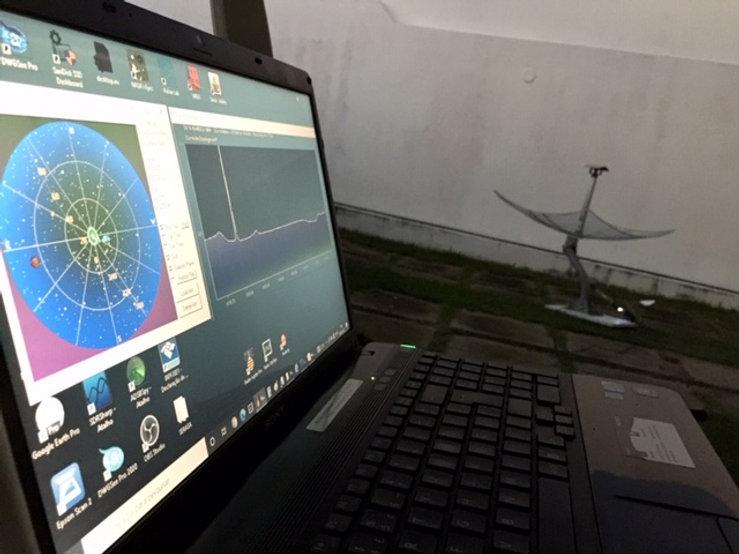 Laptop com programas e Antena 1420 MHz