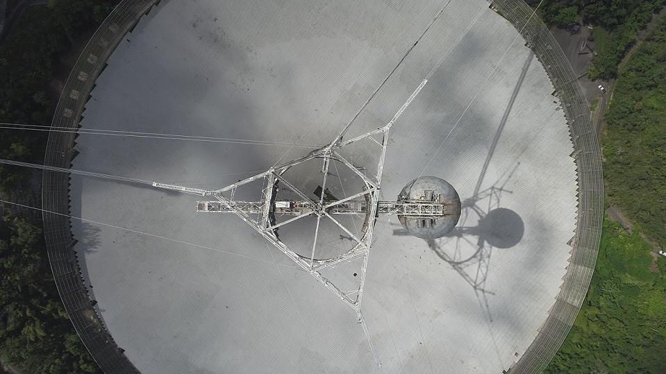 Vista aérea do radiotelescópio Arecibo