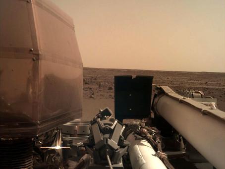 Painéis solares da InSight operando em Marte