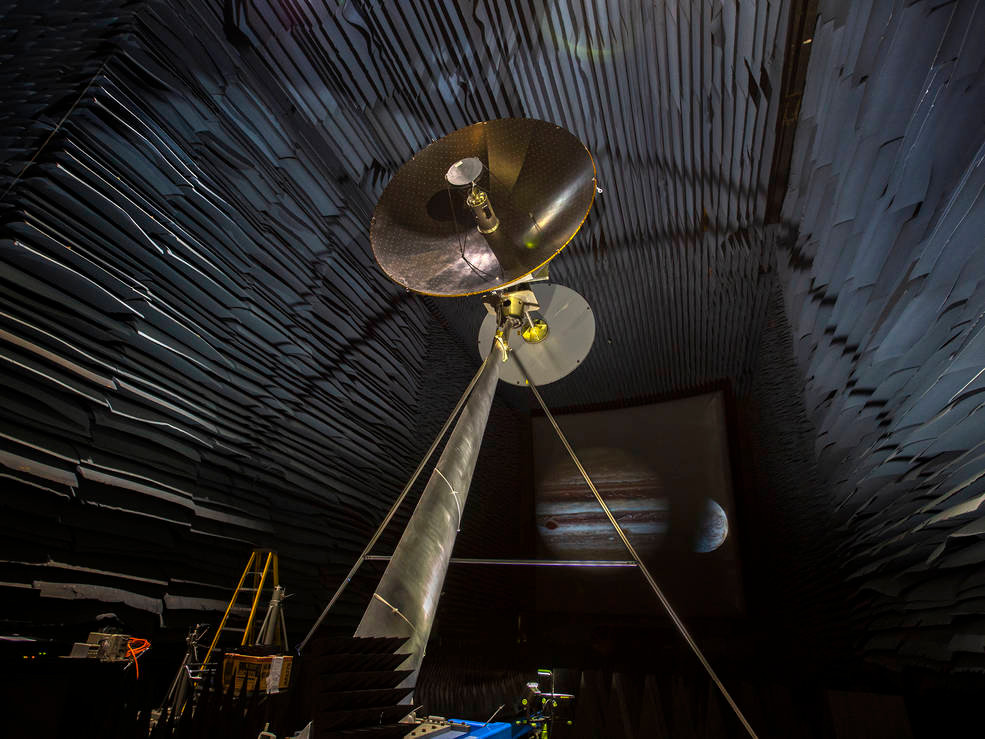 Protótipo da antena de alto ganho da Europa Clipper