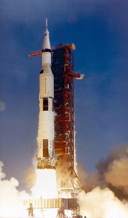 Lançamento do foguete Saturn V e a missão Apollo 11