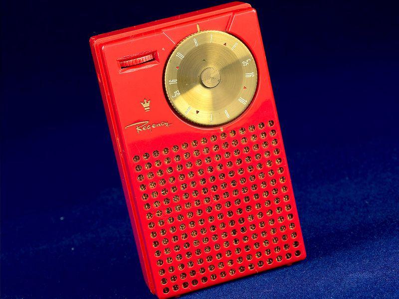 Rádio transistorizado Regency TR-1