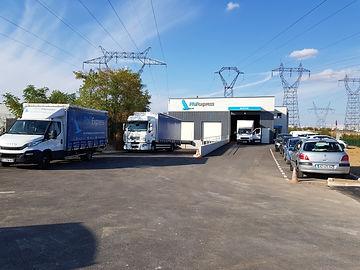 entrepôt phil camions de l'entreprise phil'express et camions
