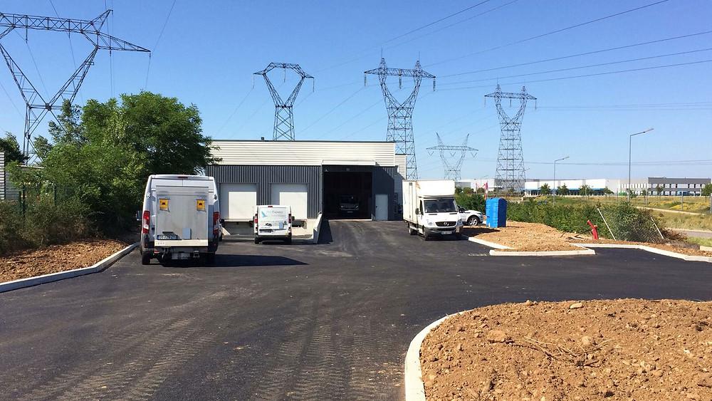 entrepôt entreprise camions ciel goudron