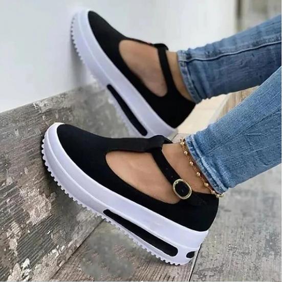נעלי סניקרס פתוחות