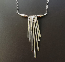 A Cleopatra style necklace in sterling silver