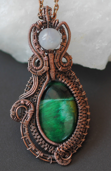 Winner of an international competition! A green tiger's eye in antiqued, woven copper wire.