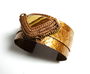 Textured copper bangle with jasper