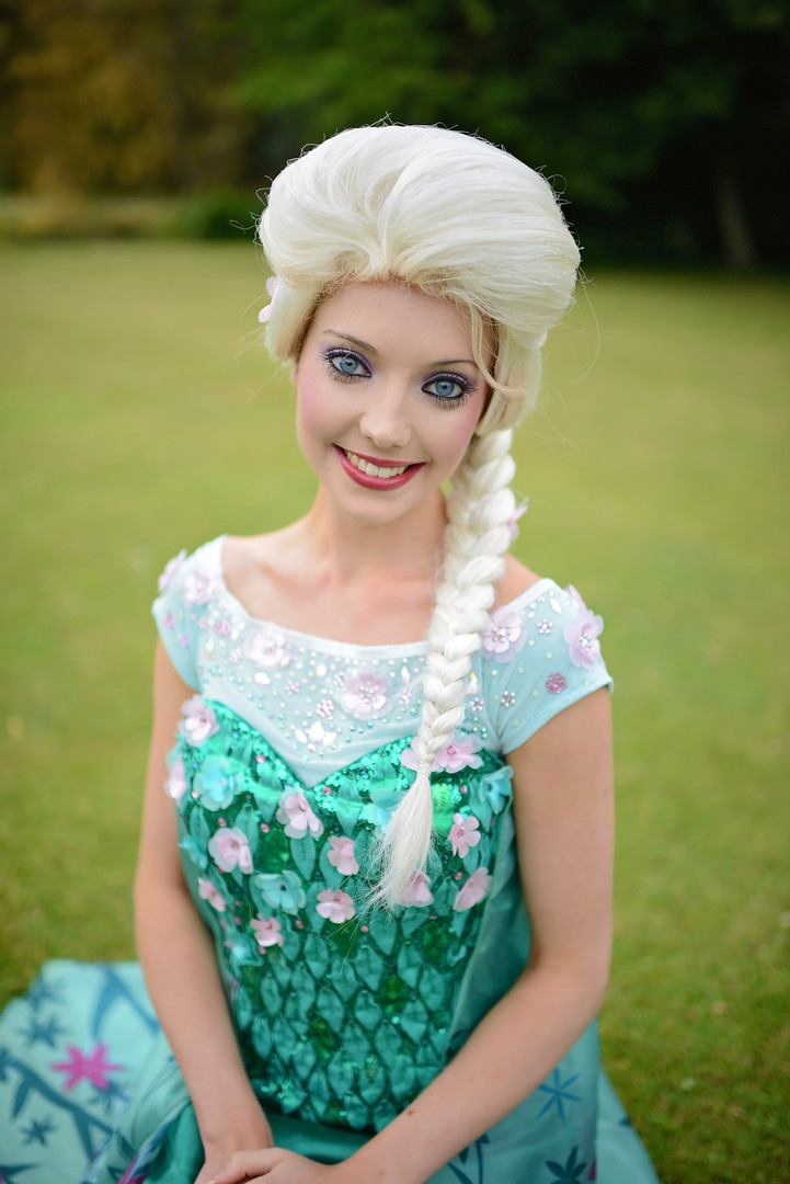 Elsa (Frozen Fever Gown)