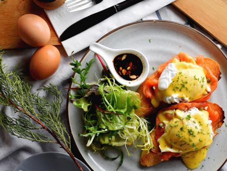 Egg Benedict เริ่มต้นวันดีดีด้วยมื้อดีดี
