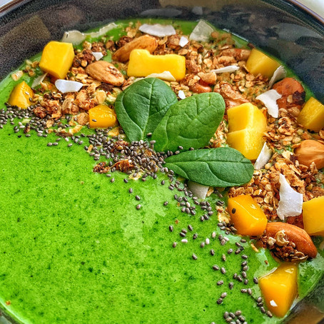 Green smoothie bowl.