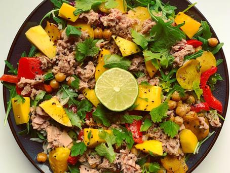 Frisse salade met tonijn en mango.