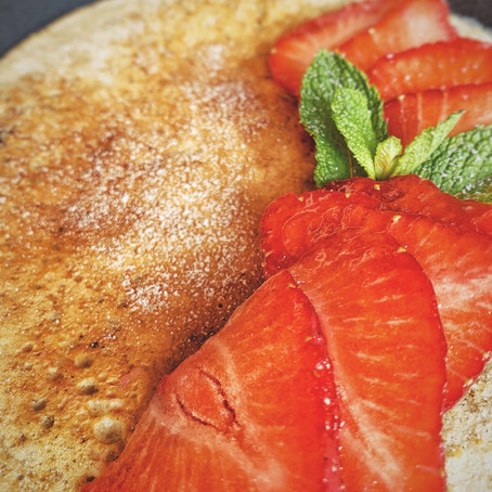 Proteïne haverpannenkoek met verse aardbeien.