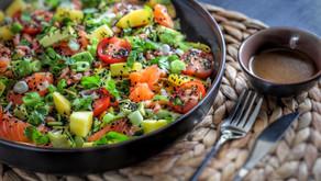 Lekkere lunch salade met garnalen en gerookte zalm.