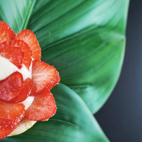 Aardbeien bladerdeeg taartje met proteïne pudding.