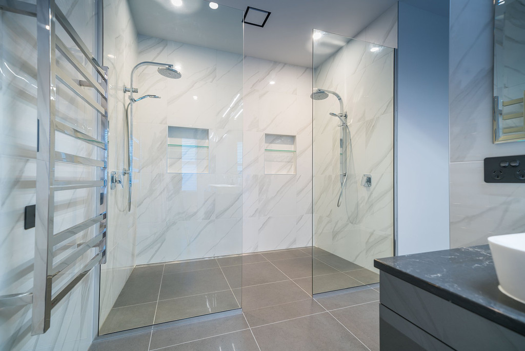 framless glass shower screens