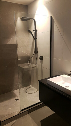 Shower screen with black hardware