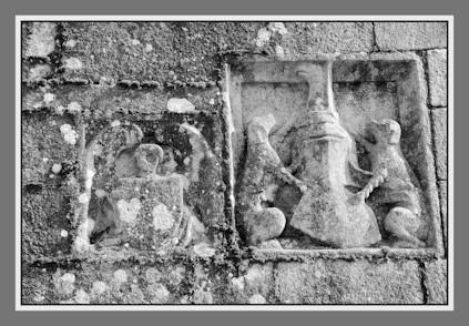 Mur de l'église de Runan