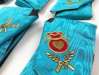 Nos colliers d'officier sont très usés et nous cherchons à les remplacer sans devoir payer de fr