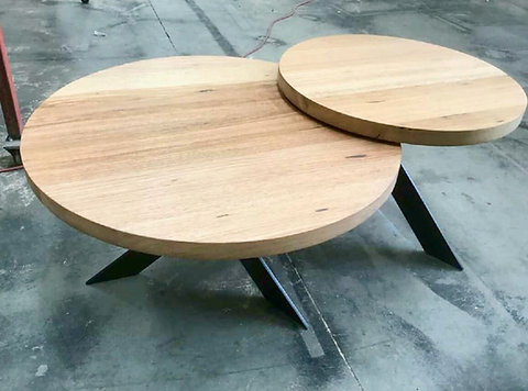 171 Tasmanian Oak Round Nesting Coffee Tables With Metal Legs